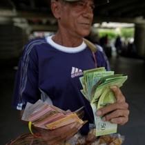 Venezuela gia hạn lưu thông tiền cũ sau hỗn loạn