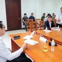 """Chủ tịch TP Đà Nẵng """"truy nợ"""" Giám đốc Sở Giao thông vận tải về xe buýt"""