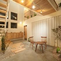 Căn nhà 2 tầng có thiết kế đẹp như resort ngắm một lần là mê