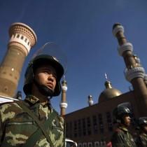 """Trung Quốc kêu gọi xây """"tường sắt"""" che chắn Tân Cương"""