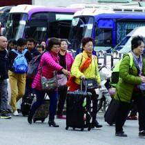 """Khách Trung Quốc ồ ạt thăm Quảng Ninh theo """"tour 0 đồng"""""""