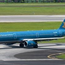 Mưa lớn bất thường, 35 chuyến bay Vietnam Airlines từ Tân Sơn Nhất bị lùi giờ bay