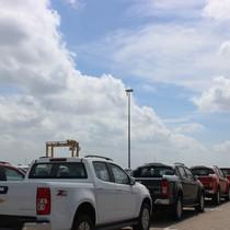 Theo thuế giảm, ô tô ùn ùn nhập khẩu qua cảng TP.HCM