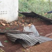 Lốc xoáy làm sập và tốc mái 250 căn nhà tại Gia Lai