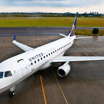 United Airlines thay đổi mạnh chính sách sau vụ lôi bác sĩ gốc Việt xuống máy bay