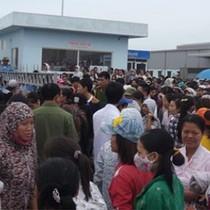 Hàng trăm công nhân may đình công đòi quyền lợi