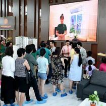 Thấy gì từ cảnh hơn 1.000 khách đợi hàng tiếng thăm căn hộ mẫu The Western Capital?