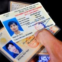 Chính thức bỏ quy định bắt buộc người dân phải đổi giấy phép lái xe sang thẻ PET