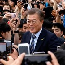"""Ông Moon Jae-in """"thắng áp đảo"""" trong bầu Tổng thống Hàn Quốc"""