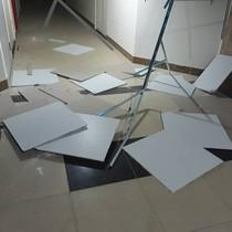 Hà Nội: Sau trận nóng kinh hoàng, giông lốc quật sập trần nhà chung cư Gemek