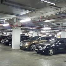 """Dân phố cổ Hà Nội gửi ô tô ở bãi """"dát vàng"""" 180 triệu đồng/năm"""