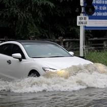 Sài Gòn mưa lớn, nhiều tuyến đường ngập nặng