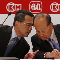 """Chân dung """"thái tử"""" sắp thừa kế đế chế của gia tộc giàu nhất Hồng Kông"""