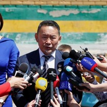Cựu đô vật trúng cử Tổng thống Mông Cổ, hứa trả sạch nợ