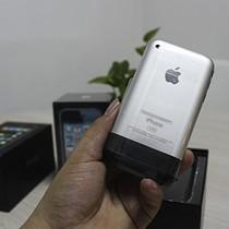 """iPhone đời cũ có giá """"trên trời"""" tại Việt Nam"""