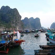 """Quảng Ninh cấm tàu, hơn 5.000 khách du lịch """"mắc kẹt"""" ở các đảo"""
