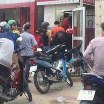 Chầu chực rút lương từ ATM