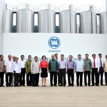 Đoàn đại biểu cấp cao Đảng Nhân dân Cách mạng Lào thăm và làm việc tại nhà máy Vinamilk