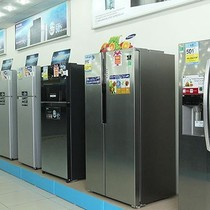 """Hàng điện lạnh bắt đầu giảm giá để """"chào hè"""""""