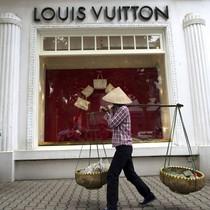 Giới đầu tư nước ngoài khai phá sự giàu có đang lên của Việt Nam