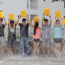 Dân công nghệ Việt cũng tắm nước đá để làm từ thiện