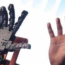 """Bàn tay robot """"made in Italy"""" với nhiều ứng dụng như tay thật"""