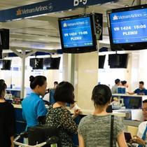 Giá vé máy bay khó giảm dù đã hạ trần