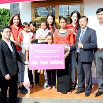 Nam A Bank cùng tổ chức Hoa hậu Hoàn vũ Việt Nam tặng nhà cho bà con nghèo