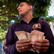 Venezuela: Tiền cũ rút khỏi lưu thông, tiền mới không về