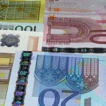 USD tăng bằng Euro: 15 năm có 1, điều đáng sợ phía trước