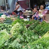 Giáp Tết Nguyên đán, giá rau củ quả chợ lẻ giảm