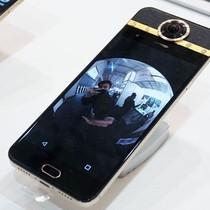 Smartphone gắn kim cương, camera 360 độ