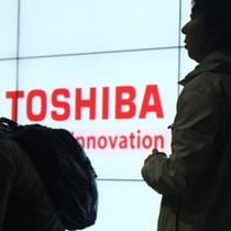 Toshiba tiếp tục lún sâu vào khủng hoảng