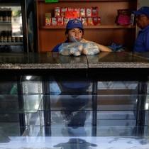 """""""Cuộc chiến"""" bánh mỳ ở Venezuela"""