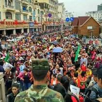 Du khách Trung Quốc ồ ạt nhập cảnh qua cửa khẩu Móng Cái: Nguy cơ hay cơ hội phát triển du lịch?