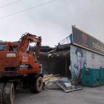 """Quảng Ninh đóng cửa 15 cửa hàng """"chỉ bán cho người Trung Quốc"""""""