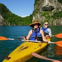 Cấm ngủ, cấm chèo thuyền: Vịnh Hạ Long còn gì?