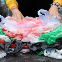 Túi nilon thân thiện môi trường: Nhiều lợi ích sao vẫn bị thờ ơ?
