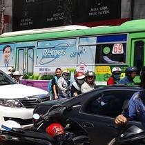 Quảng cáo trên xe buýt, thu hàng trăm tỷ đồng