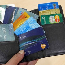 Chủ thẻ gánh phí nặng