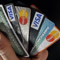 Lừa 8 ngân hàng, thu ngân tiệm kem ở Hong Kong bỏ túi 180.000 USD