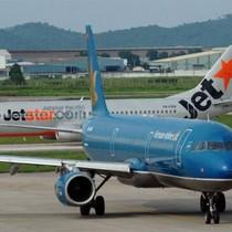 Nguy cơ nổ lốp, lật máy bay vì vật thể lạ trong sân bay
