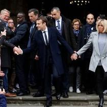 Những điều thú vị về người vợ 64 tuổi của tân Tổng thống Pháp
