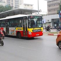 Cho buýt thường chung làn buýt nhanh: Tạt trả khách gây nguy hiểm
