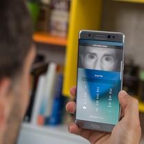 """Máy quét mống mắt trên Galaxy S8 bị hacker """"hạ gục"""""""
