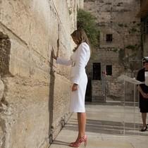 Dấu ấn của Melania Trump trong chuyến công du đầu tiên