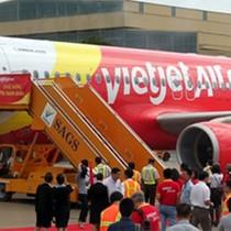 VietJet Air delay 2 lần, chậm hơn 6 tiếng đồng hồ, hàng trăm hành khách bức xúc
