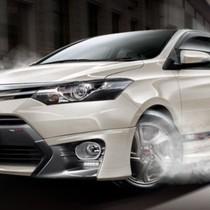 """[Infographic] Những thay đổi trên """"đường đua"""" top 10 ô tô bán chạy nhất tháng"""