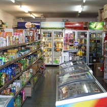 """Tiệm tạp hóa xoay sở ra sao trước cơn bão mang tên """"tiện lợi"""" từ Vinmart+, Circle K, 7-Eleven...?"""