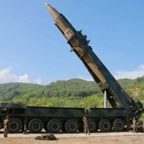 """Kim Jong-un nói ICBM là """"món quà"""" cho ngày quốc khánh Mỹ"""